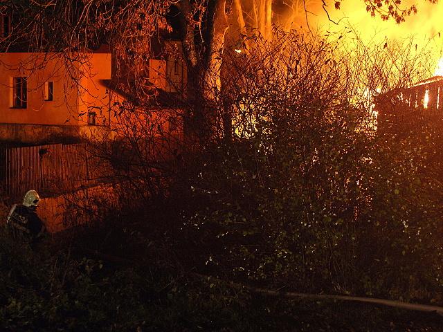 Pozar hospodarskych budov v perninku 020