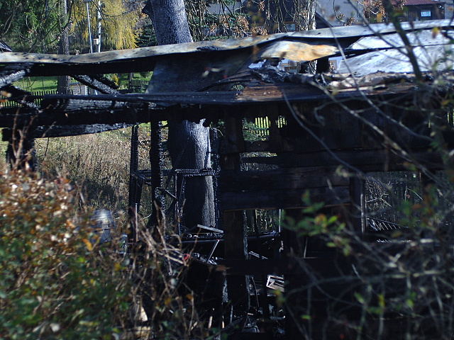 Pozar hospodarskych budov v perninku 027