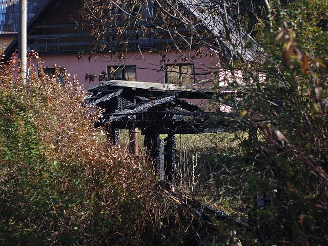 Pozar hospodarskych budov v perninku 034